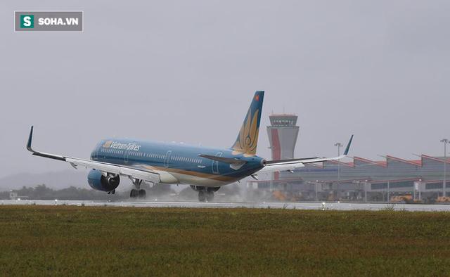 Máy bay chở Thủ tướng đáp xuống sân bay Vân Đồn - Ảnh 6.