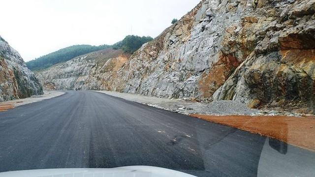 Nhìn gần cao tốc La Sơn - Túy Loan sắp hoàn thiện - Ảnh 8.