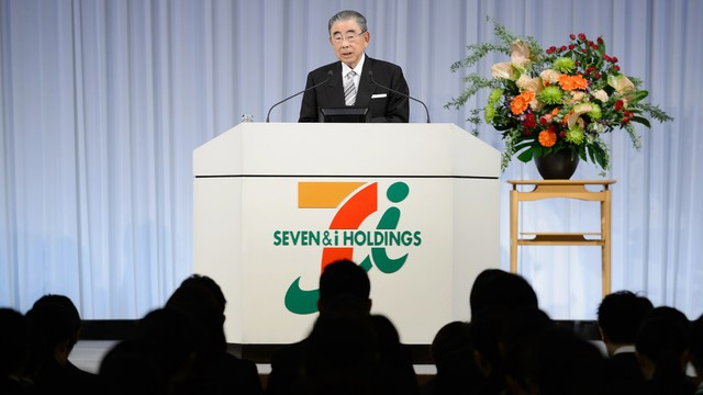 Là cửa hàng nội khu xe nhưng quyết không chịu phân phối tấm phủ bệ xí bệt: Triết lý kinh doanh bỏ 100 vạn yên giữ lấy 100 triệu yên ông chủ 7-Eleven ghi nhớ suốt đời - Ảnh 1.