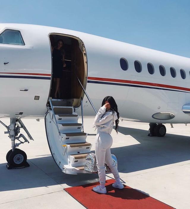 21 tuổi đã kiếm hàng ngàn tỷ đồng một năm, Kylie Jenner có cuộc sống sang chảnh và tài sản đáng ghen tị đến mức nào? - Ảnh 15.