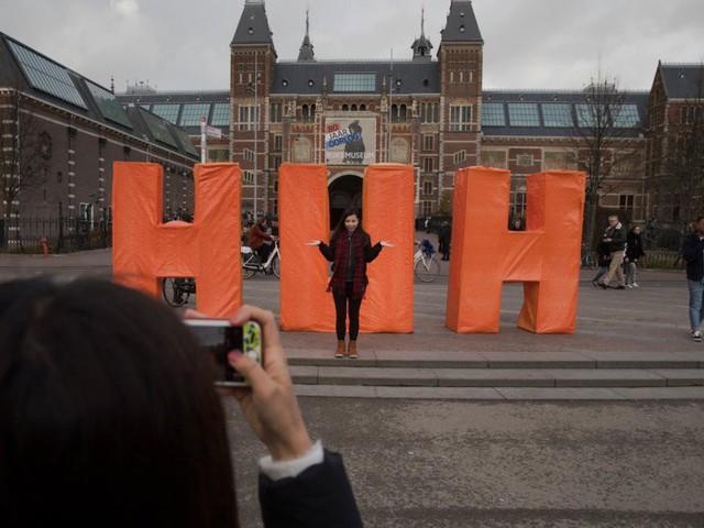 """Biểu tượng nổi tiếng """"I amsterdam"""" của thủ đô Hà Lan bị dỡ bỏ cho du khách đỡ phải chụp ảnh - Ảnh 3."""