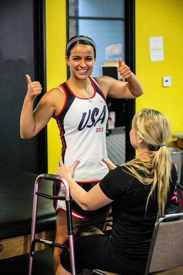 Victoria Arlen: Từ người thực vật mắc kẹt 4 năm trong cơ thể đến vận động viên phi thường khiến giới y học kinh ngạc - Ảnh 7.