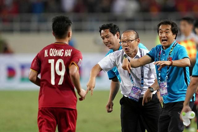 Thực dụng: Tư duy của ông thầy người Hàn giúp bóng đá Việt thăng hoa? - Ảnh 1.