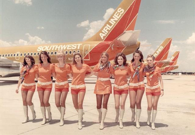 Cho nữ tiếp viên mặc đồ sexy trước Vietjet gần nửa thế kỷ, hãng bay này ghi điểm bằng tình yêu, sự hài hước đầy tinh tế và dịch vụ khách hàng tuyệt vời - Ảnh 6.