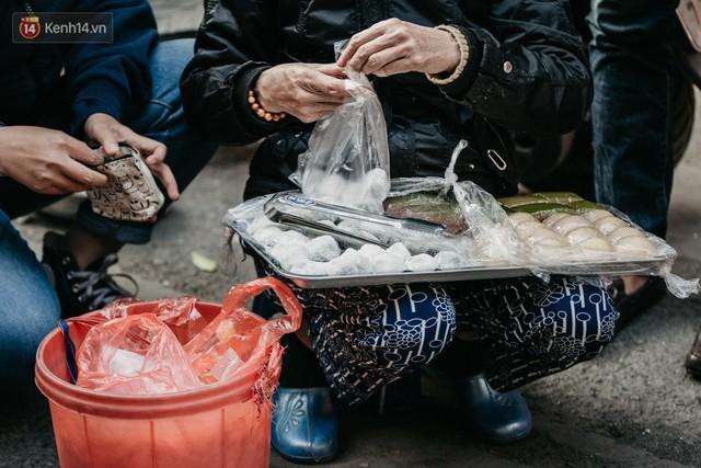 Chùm ảnh: Ghé thăm chợ hoa truyền thống lâu đời nhất Hà Nội - cả năm chỉ họp đúng một phiên duy nhất - Ảnh 14.