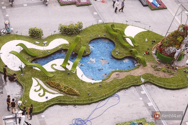 Chùm ảnh: Đường hoa Nguyễn Huệ đang được gấp rút hoàn thành trước ngày khai mạc - Ảnh 7.