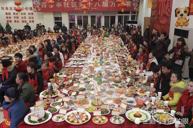"""Choáng: Bữa tiệc tất niên """"khổng lồ"""" với 13.200 món ăn đầy màu sắc chỉ nhìn thôi cũng đã đủ no - Ảnh 8."""