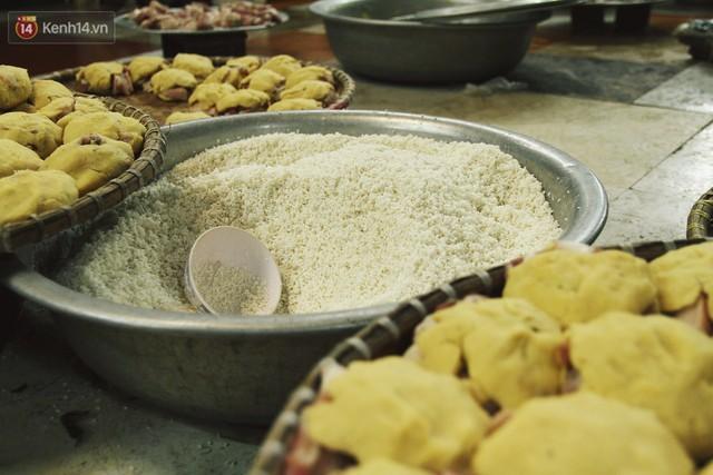 Chùm ảnh: Làng bánh chưng Tranh Khúc tất bật những ngày giáp Tết truyền thống - Ảnh 6.