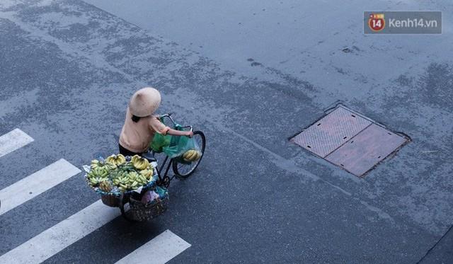 Cay mắt với những mẩu chuyện về những phận đời tha hương, ở lại Sài Gòn mưu sinh ngày Tết - Ảnh 1.