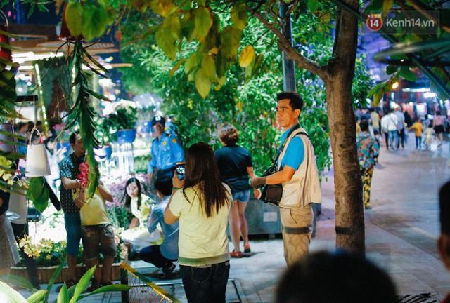 Cay mắt với những mẩu chuyện về những phận đời tha hương, ở lại Sài Gòn mưu sinh ngày Tết - Ảnh 2.