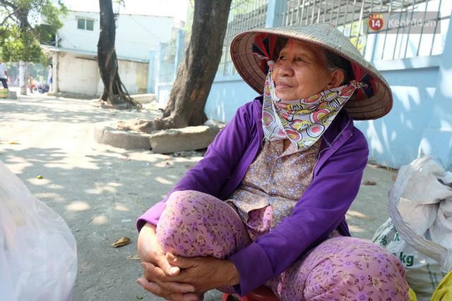 Cay mắt với những mẩu chuyện về những phận đời tha hương, ở lại Sài Gòn mưu sinh ngày Tết - Ảnh 7.