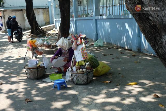 Cay mắt với những mẩu chuyện về những phận đời tha hương, ở lại Sài Gòn mưu sinh ngày Tết - Ảnh 8.