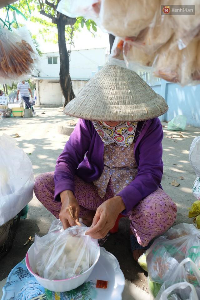 Cay mắt với những mẩu chuyện về những phận đời tha hương, ở lại Sài Gòn mưu sinh ngày Tết - Ảnh 9.