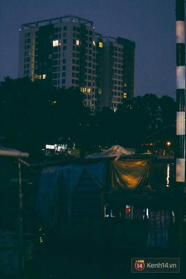 Tết bình dị của người dân xóm chài lênh đênh giữa Sài Gòn: Mâm cỗ đơn giản chỉ với mấy con cá khô - Ảnh 16.