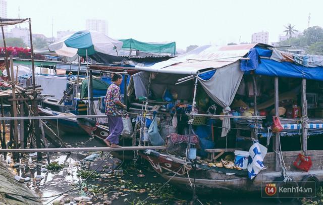 Tết bình dị của người dân xóm chài lênh đênh giữa Sài Gòn: Mâm cỗ đơn giản chỉ với mấy con cá khô - Ảnh 3.
