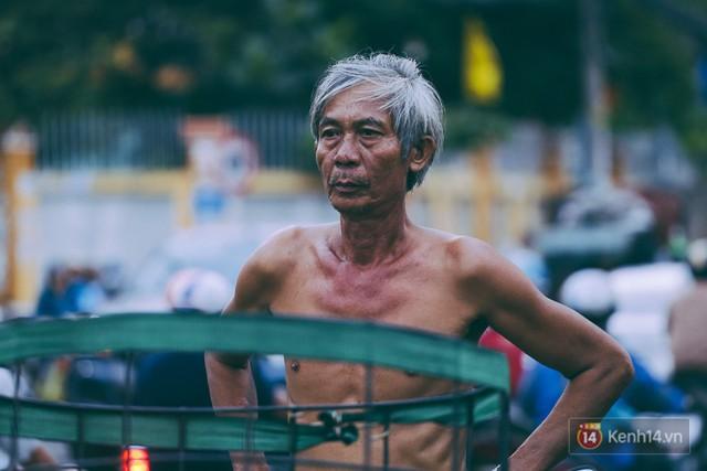 Tết bình dị của người dân xóm chài lênh đênh giữa Sài Gòn: Mâm cỗ đơn giản chỉ với mấy con cá khô - Ảnh 4.