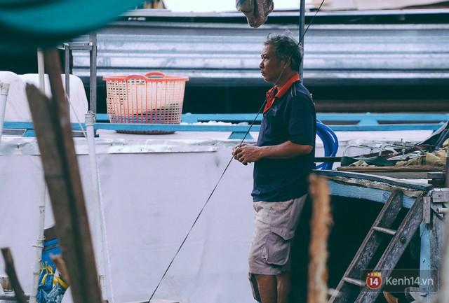 Tết bình dị của người dân xóm chài lênh đênh giữa Sài Gòn: Mâm cỗ đơn giản chỉ với mấy con cá khô - Ảnh 7.