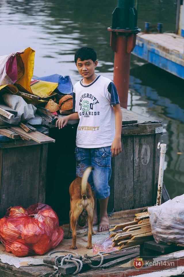 Tết bình dị của người dân xóm chài lênh đênh giữa Sài Gòn: Mâm cỗ đơn giản chỉ với mấy con cá khô - Ảnh 10.