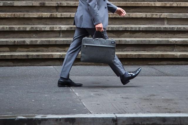 CEO Mỹ kiếm 140 lần nhân viên - Ảnh 1.