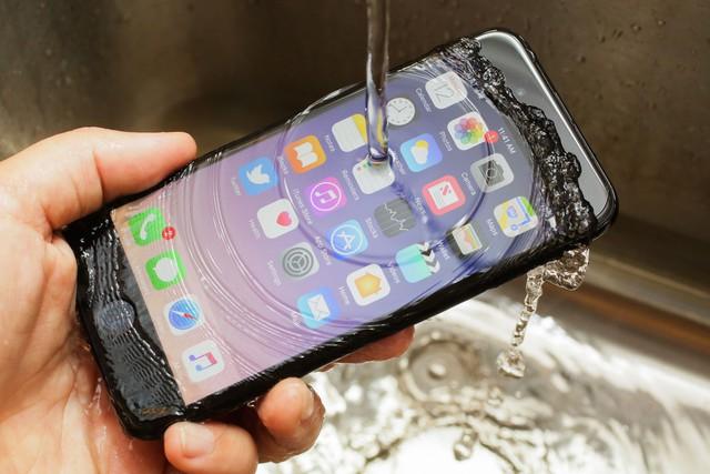 Vì sao Apple luôn bán ít iPhone hơn, công nghệ, tính năng đi sau người khác mà vẫn thành công? - Ảnh 1.