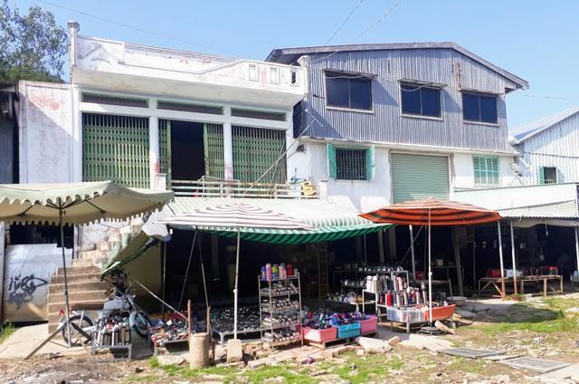 Ngôi chợ hàng hiệu vùng biên giới Việt Nam - Campuchia - Ảnh 2.