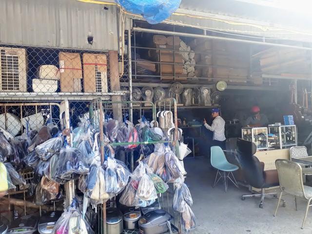 Ngôi chợ hàng hiệu vùng biên giới Việt Nam - Campuchia - Ảnh 3.