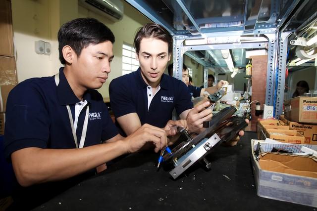 Triệu phú đô-la bỏ Úc về Việt Nam bán khóa cửa vân tay: Thu trăm tỷ mỗi năm, hàng nghìn chung cư, khách sạn trong nước đang sử dụng - Ảnh 3.