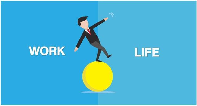 Bãi đỗ xe công ty đầy siêu xe vào cuối tuần và bài học cho các bạn trẻ: Work-life balance không có trong từ điển người giàu, vì thế hãy tập trung làm việc và đừng mơ tưởng nữa! - Ảnh 1.