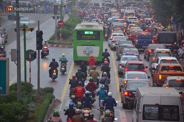 Đề xuất cho ô tô, xe máy và xe buýt thường đi vào làn buýt nhanh BRT: Chúng tôi chỉ đang nghiên cứu - Ảnh 4.