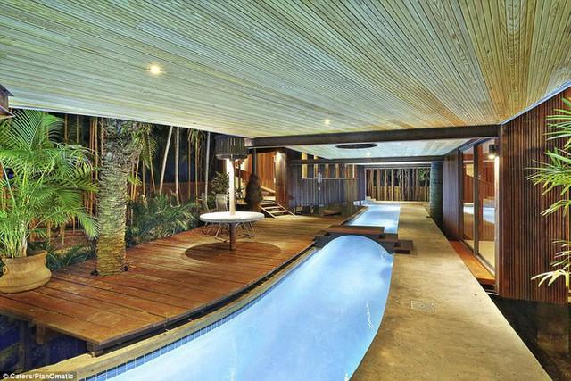 Khám phá ngôi nhà có hẳn một dòng sông chảy từ phòng này sang phòng khác - Ảnh 1.