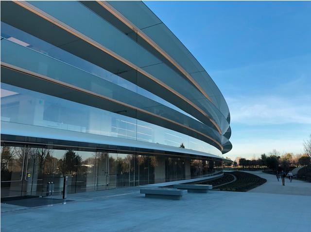 Chiêm ngưỡng ảnh chụp từ bên trong trụ sở 5 tỷ USD mới của Apple - Ảnh 1.