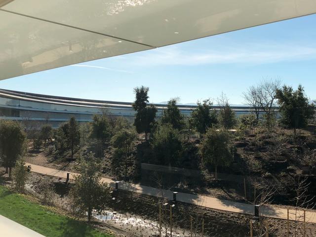 Chiêm ngưỡng ảnh chụp từ bên trong trụ sở 5 tỷ USD mới của Apple - Ảnh 4.