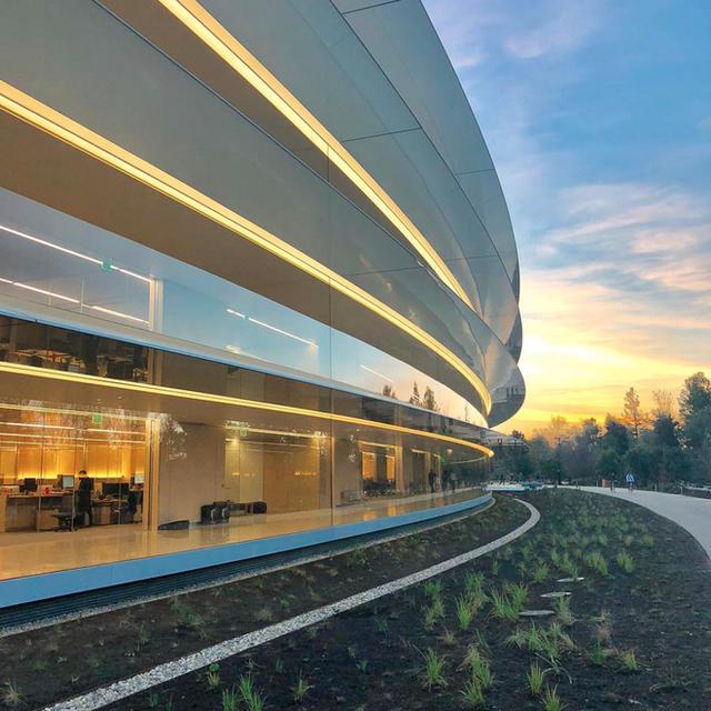 Chiêm ngưỡng ảnh chụp từ bên trong trụ sở 5 tỷ USD mới của Apple - Ảnh 6.