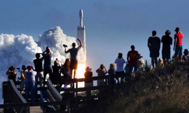 Hành trình của Starman - kẻ du hành đơn độc giữa vũ trụ, đem theo giấc mơ điên rồ của Elon Musk - Ảnh 6.