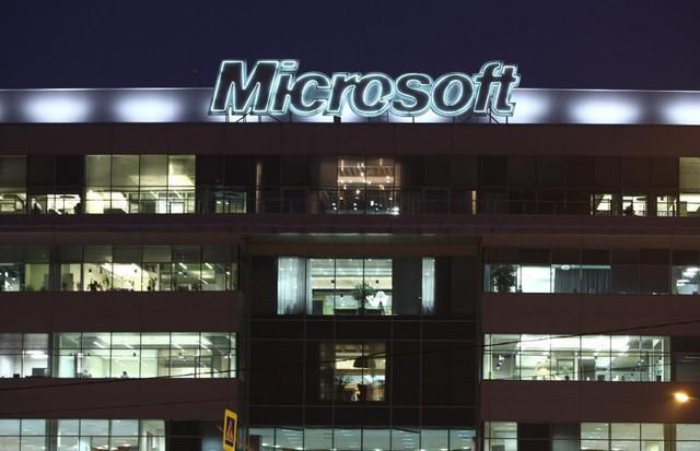 Ở Microsoft: Làm việc là đam mê và đích thân Bill Gates sẽ theo dõi mức độ cam kết đó của từng nhân viên - Ảnh 2.