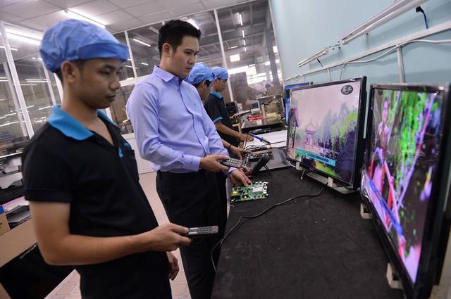 """(a TA) Chân dung ông bầu doanh nhân mới của làng bóng đá: Không học đại học, bôn ba áp tải hàng từ Móng Cái tới """"ông chủ hãng tivi Việt"""" - Ảnh 1."""