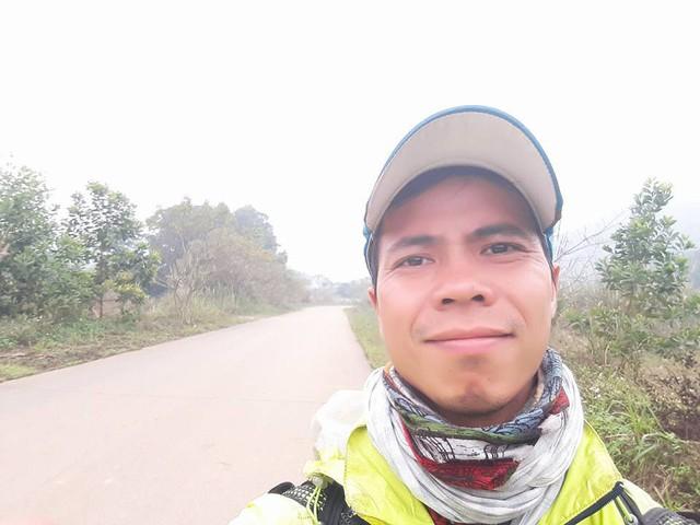 Chàng trai Phú Yên đi bộ xuyên Việt trong 113 ngày đêm chỉ với 100k và 1 cây đàn guitar - Ảnh 2.