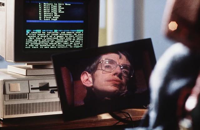 Stephen Hawking: Khi hố đen vũ trụ được giải mã trên xe lăn - Ảnh 3.