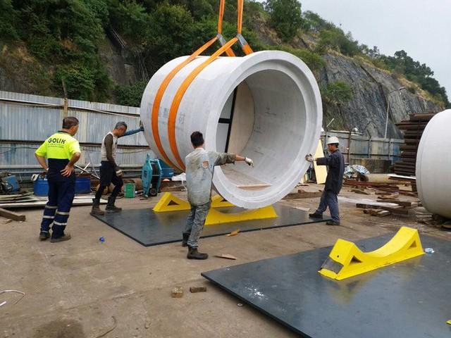Giá nhà quá đắt đỏ, các kiến trúc sư Hồng Kông nghĩ ra cách xây dựng căn hộ mini bằng ống nước bê tông - Ảnh 8.