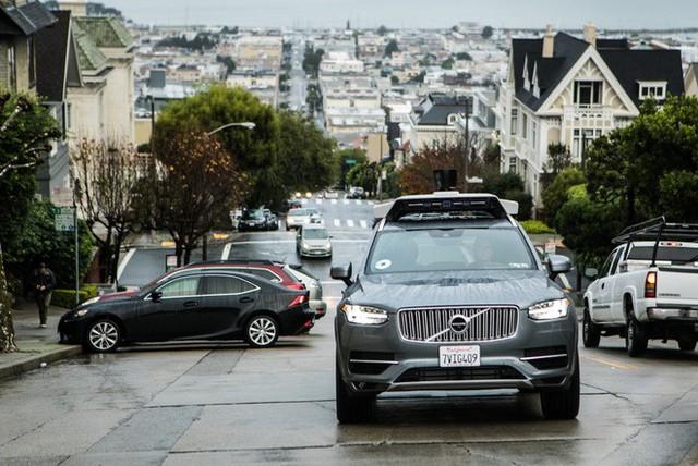 Uber ngừng sử dụng xe hơi tự lái sau tai nạn chết người - Ảnh 1.