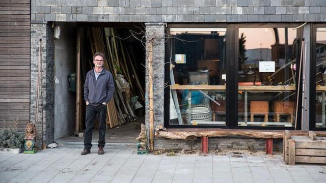 Khám phá lâu đài đồng nát ở Hà Lan: Nơi con người tìm kiếm lối sống bền vững từ đồ tái chế - Ảnh 1.