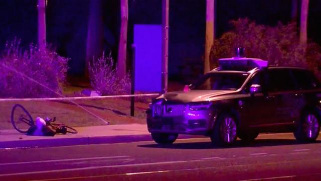 Chuyên gia nói tài xế phụ có lỗi trong vụ xe tự lái Uber gây tai nạn chết người - Ảnh 3.