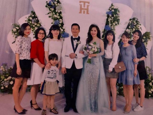 Bất ngờ với đám cưới ngập sắc xanh trắng của Shark Hưng và cô bạn gái xinh đẹp - Ảnh 2.