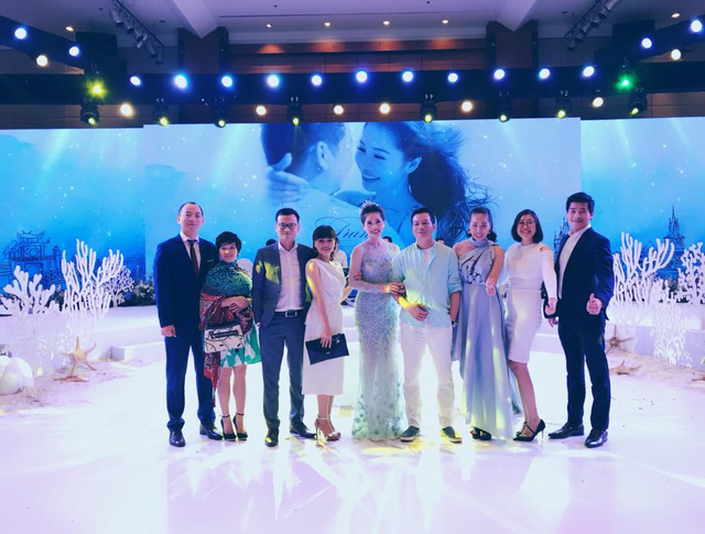 Bất ngờ với đám cưới ngập sắc xanh trắng của Shark Hưng và cô bạn gái xinh đẹp - Ảnh 3.