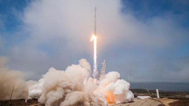Tên lửa SpaceX vô tình tạo ra một lỗ hổng khổng lồ đường kính 900km trên tầng điện ly của Trái đất, làm sai lệch hệ thống GPS - Ảnh 1.