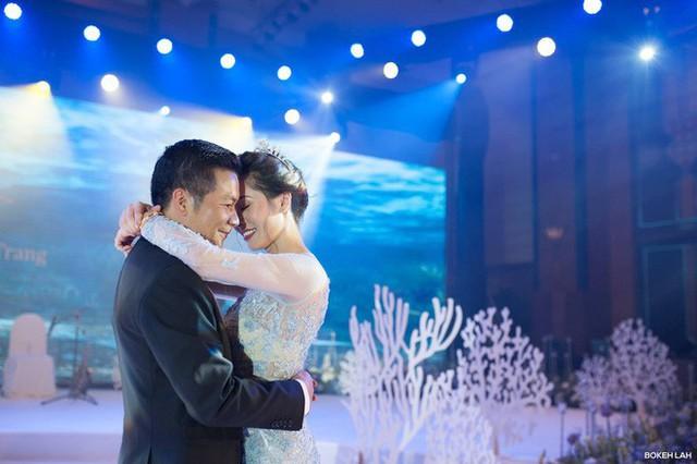 Cận cảnh đám cưới kỳ công xanh màu đại dương của Shark Hưng và cô dâu Á hậu - Ảnh 1.