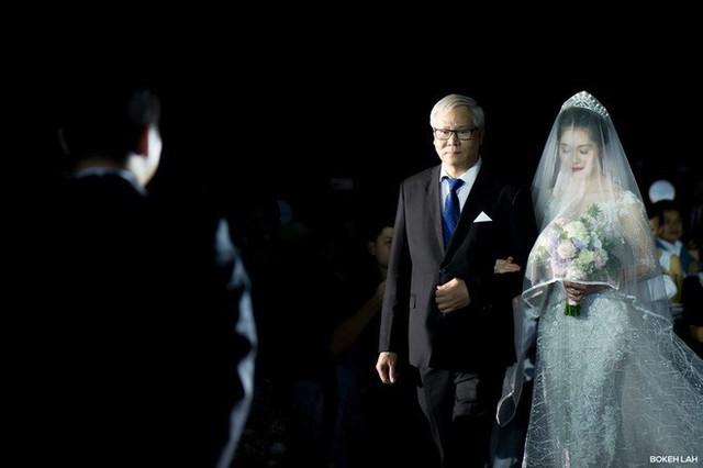 Cận cảnh đám cưới kỳ công xanh màu đại dương của Shark Hưng và cô dâu Á hậu - Ảnh 11.