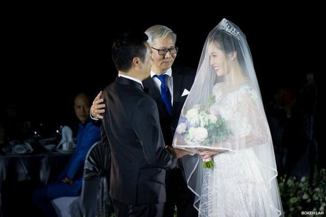Cận cảnh đám cưới kỳ công xanh màu đại dương của Shark Hưng và cô dâu Á hậu - Ảnh 12.