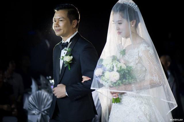 Cận cảnh đám cưới kỳ công xanh màu đại dương của Shark Hưng và cô dâu Á hậu - Ảnh 13.