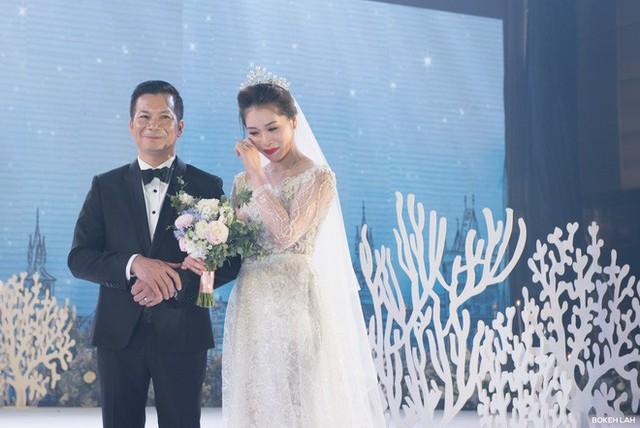 Cận cảnh đám cưới kỳ công xanh màu đại dương của Shark Hưng và cô dâu Á hậu - Ảnh 15.